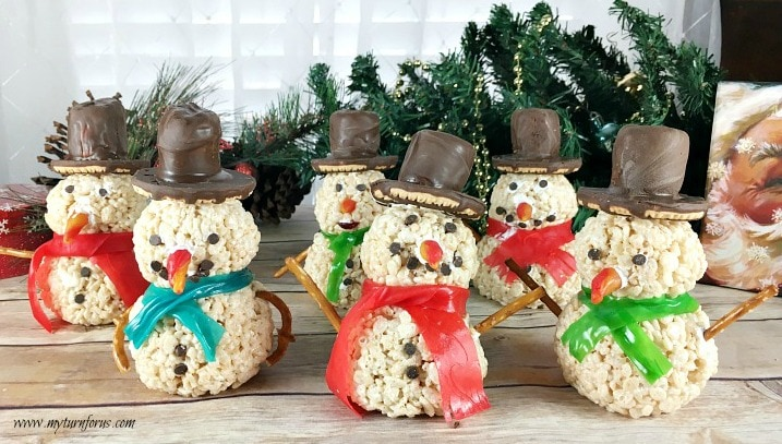Rice Crispy Treat Christmas.Snowman Rice Krispie Treats