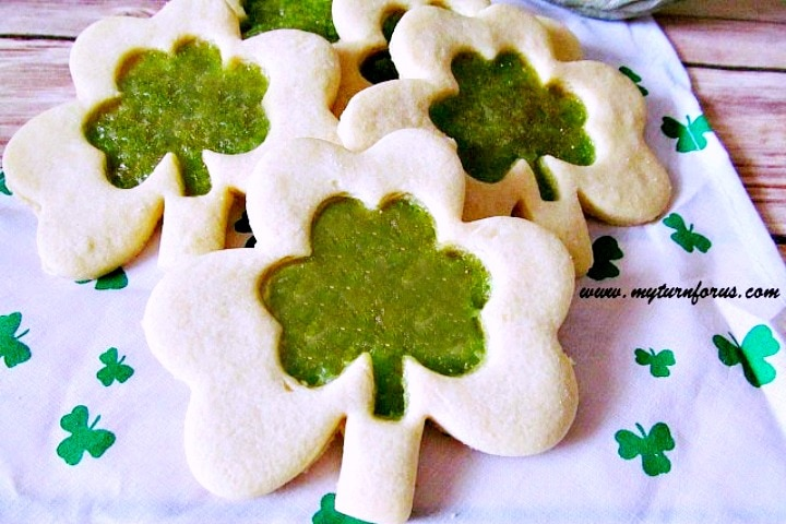 St Patricks Day Cookies, stained glass Shamrock Cookies, St Patrick's cookies recipes
