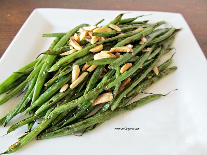 garlicky green beans, stir-fry green beans, green beans with toasted almonds