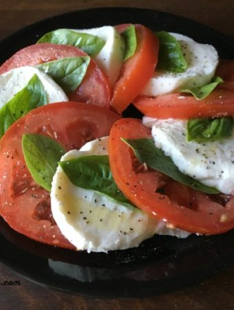 How to Make an Easy Caprese Salad