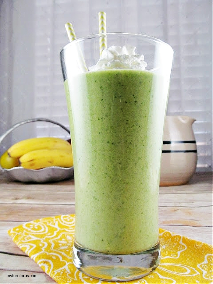 super green smoothie in a glass