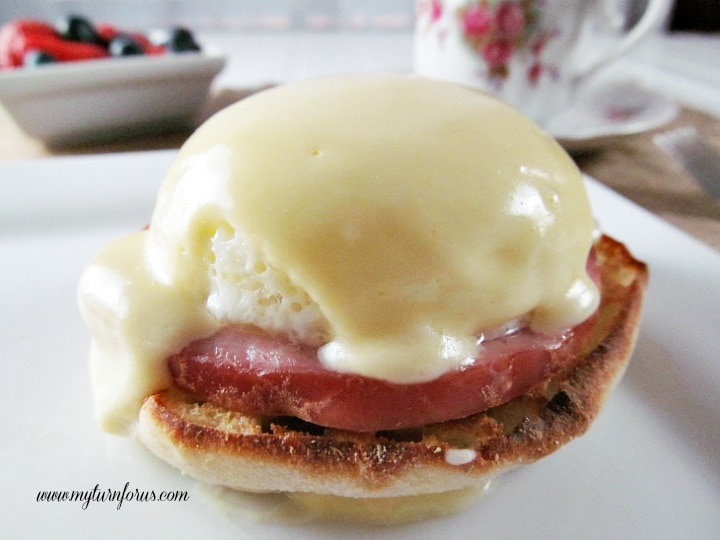 Eggs Benedict with Hollandaise Sauce, basic hollandaise sauce, classic hollandaise sauce