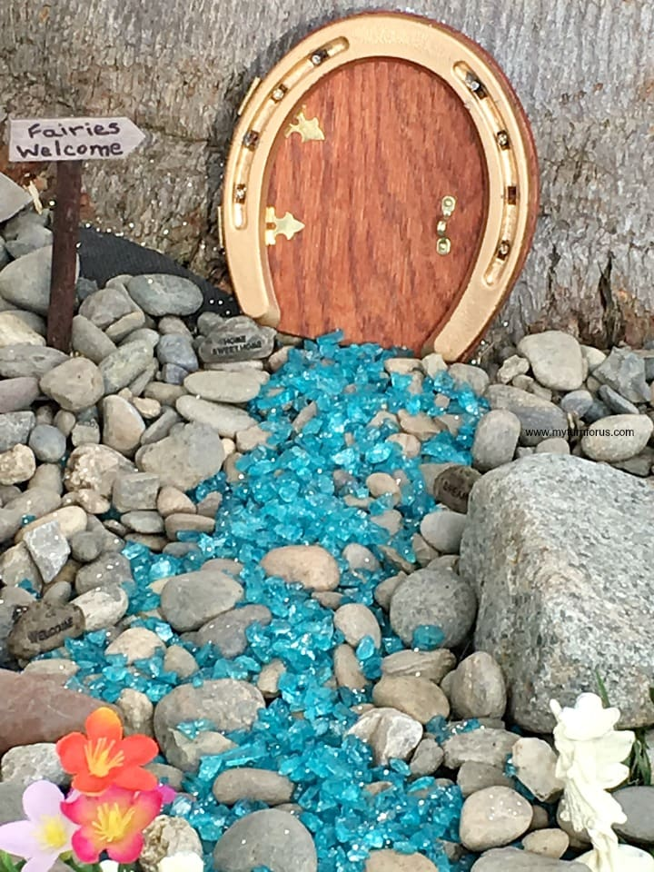 fairy door make from a horse shoe