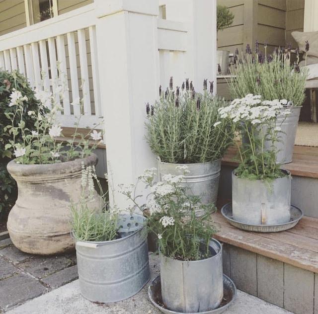 Front porch steps decor