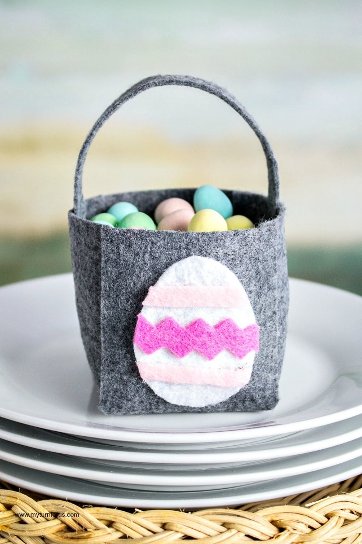 mini Easter basket, no sew felt craft