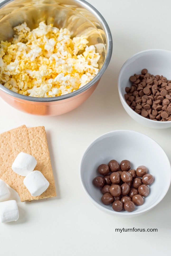 chocolate covered popcorn, flavored popcorn