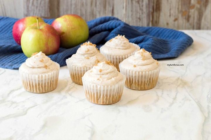 cinnamon buttercream frosting, cinnamon cupcakes
