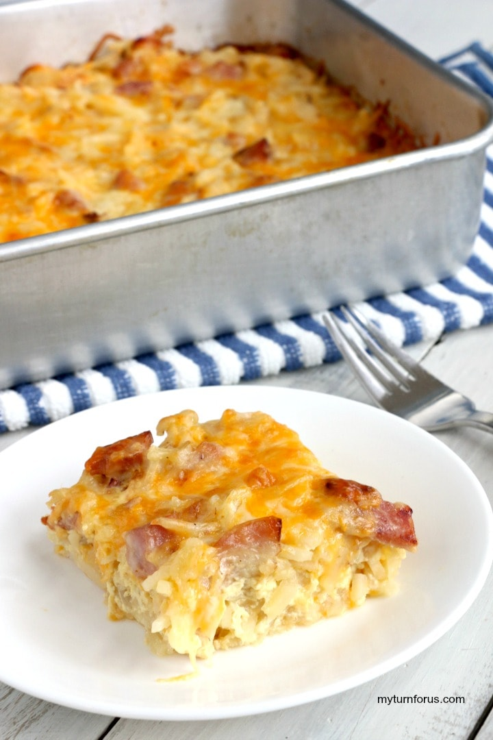 breakfast casserole with hash browns and ham, brunch bake