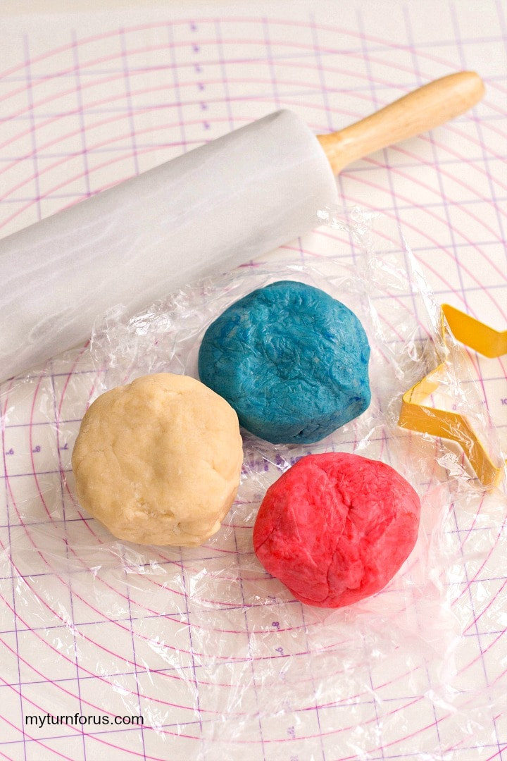 star cookies, three balls of dough, red dough, blue dough and plain dough
