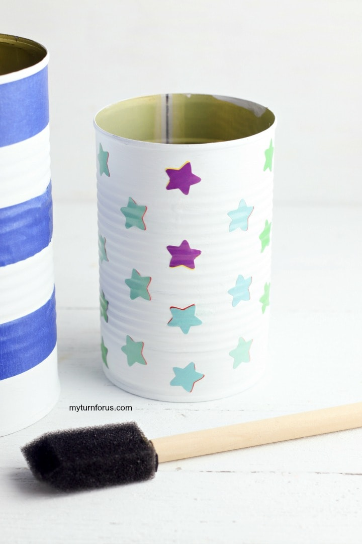 painted can, place sticky stars on a white can, patriotic centerpiece